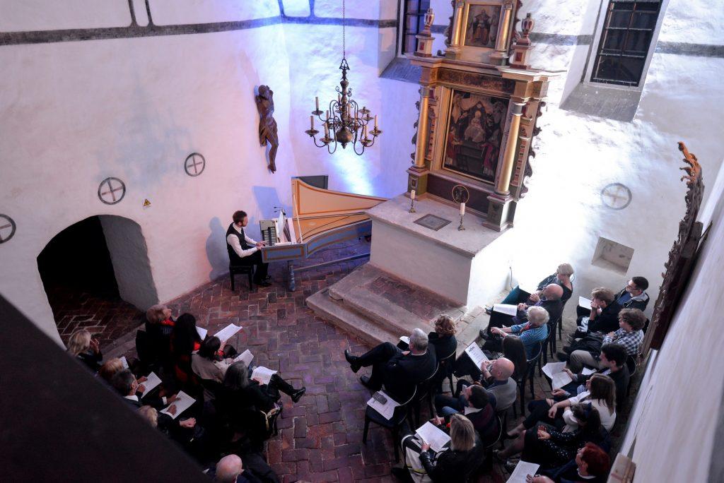 Znanstvenim skupom, izložbom o tatama i djeci i solističkim koncertima u drugu polovicu 49. Varaždinskih baroknih večeri
