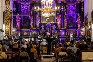 Drugog festivalskog dana-prvi koncert uz kavu, Zbor HRT-a u Franjevačkoj crkvi i izložba u Kerameikonu